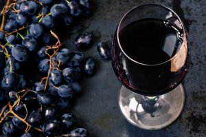 Можно ли есть виноград при похудении: польза и вред, как правильно принимать, калорийность