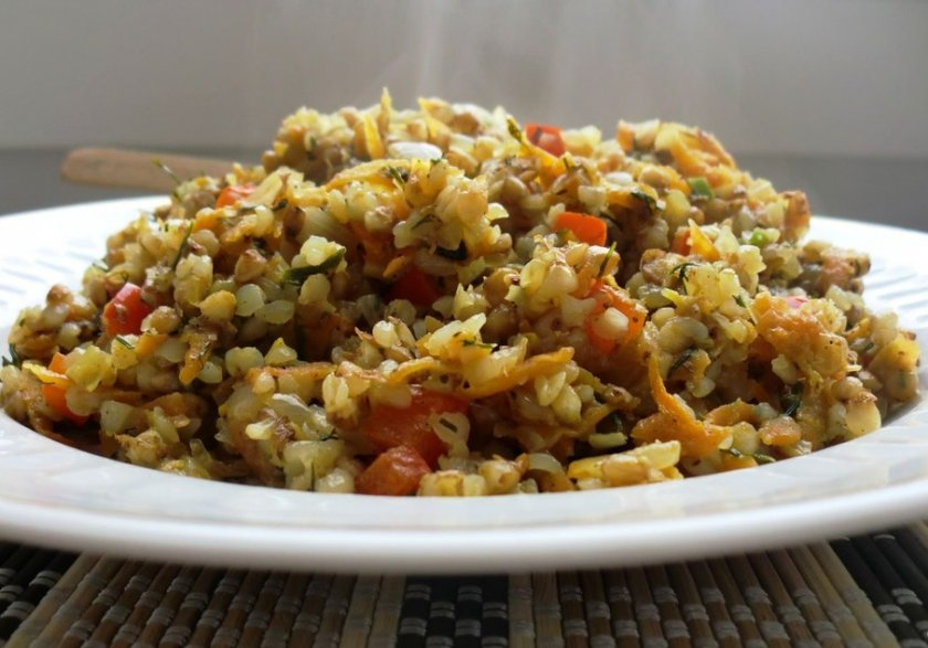 Тушеный рис с овощами и проростками маша