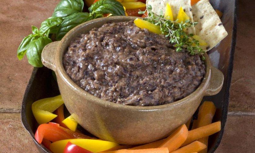 Хумус из чёрной фасоли