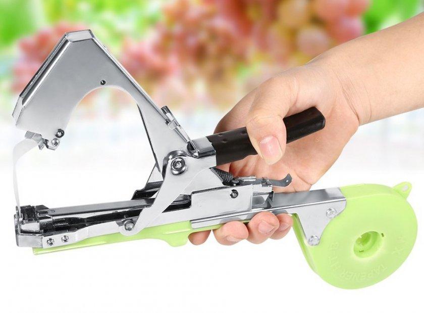 Специальный инструмент для подвязки