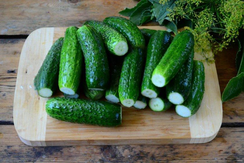 Как подготовить огурцы и другие ингредиенты