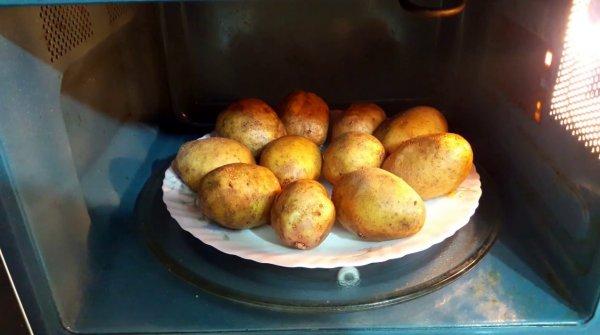 Как правильно приготовить картошку в микроволновке