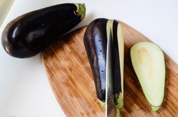 Как убрать горечь из баклажанов перед приготовлением?