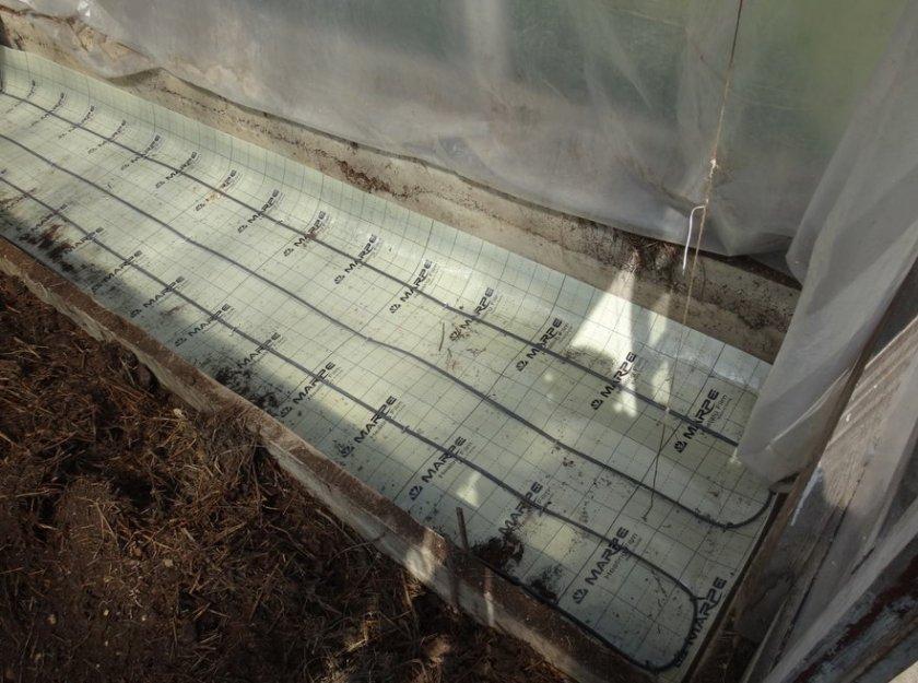 Утепление почвы в теплице