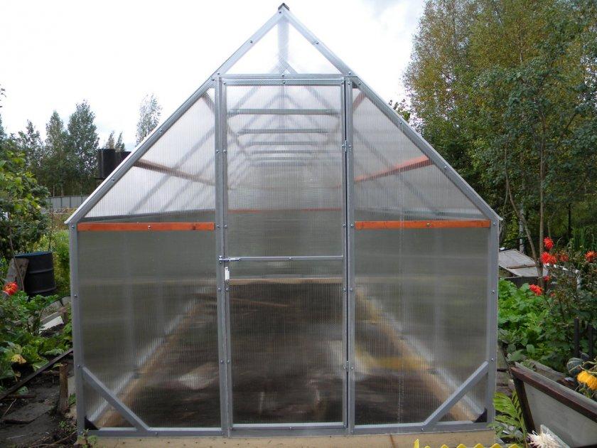 Прямоугольные с двускатной крышей