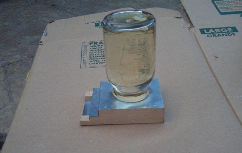 Кормушка из стеклянной банки