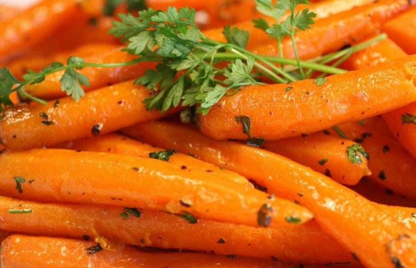 Запеченная морковь с травами