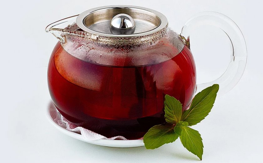 Приготовление чая из листьев вишни в чайнике