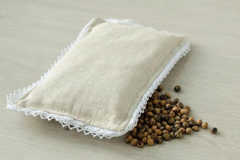 Подушка-грелка с вишнёвыми косточками