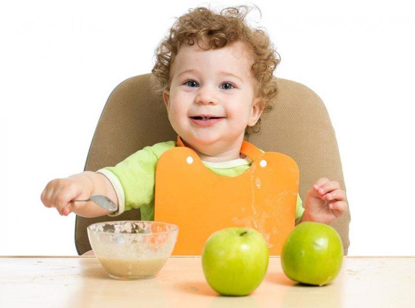 Польза яблок для детей