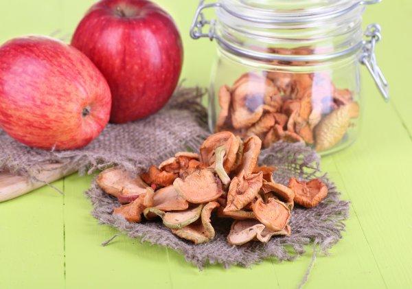 Сушеные яблоки польза для организма при похудении, состав и калорийность