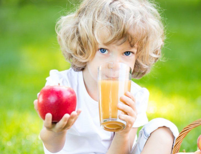 Свойства яблочного сока для детей