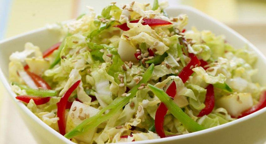 Салат из пекинской капусты и овощей