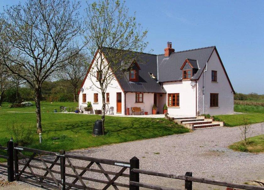 В Ирландии налог на недвижимость может больше всего ударить по небольшим сельским домам