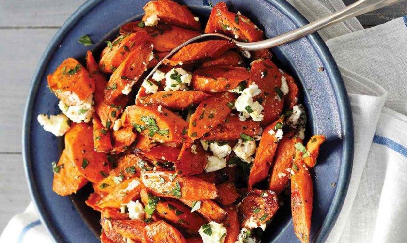 Запечённая морковь с сыром фета