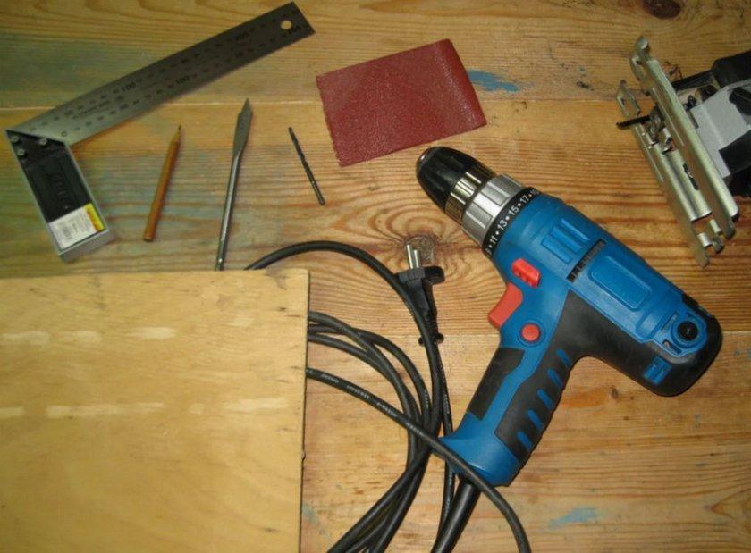 Материалы и инструменты для домика шмелей