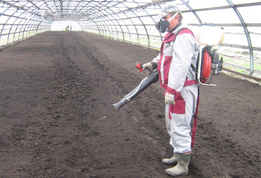 Обработка почвы химией