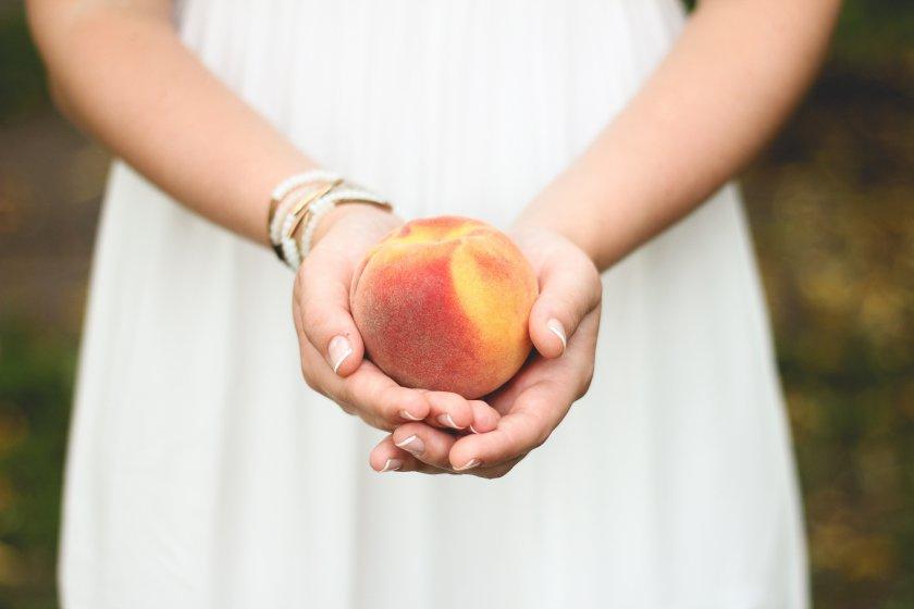 Персики для кормящей мамы