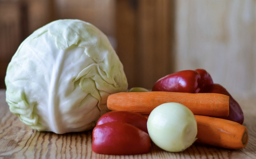 Ингредиенты для маринования капусты с перцем