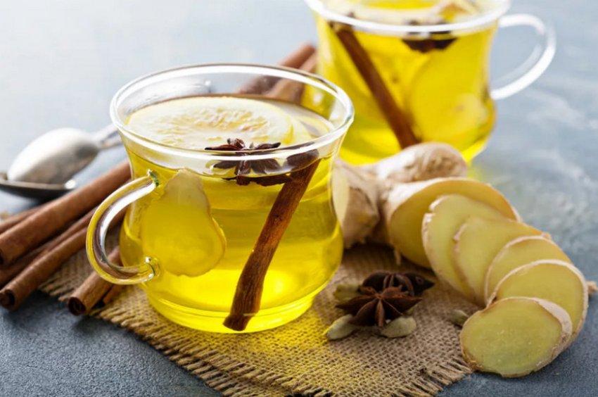 Готовый зеленый чай с медом, корицей и имбирем