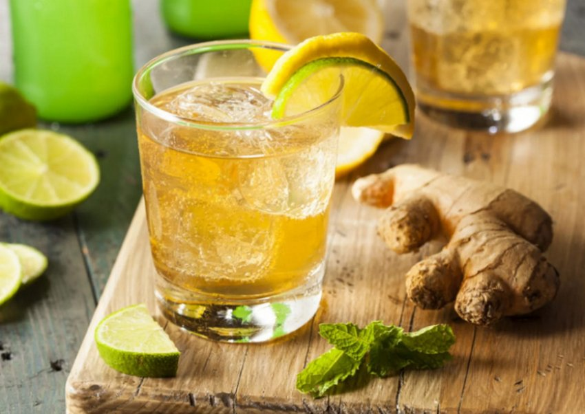 Зеленый чай с мятой, льдом и имбирем
