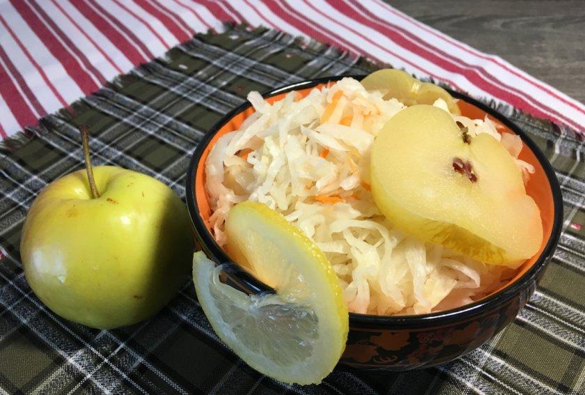 как сделать моченые яблоки с капустой