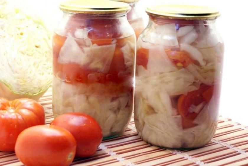 Маринованные помидоры с капустой и хреном