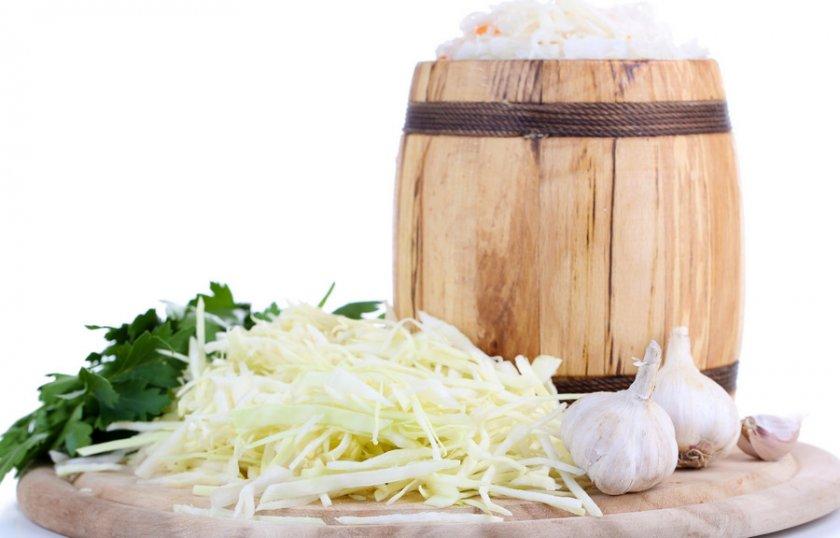 Квашеная капуста в бочке: старинный простой рецепт