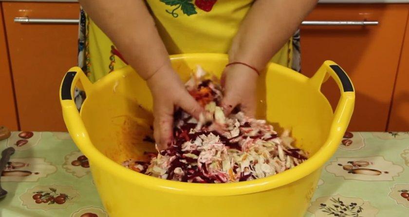 Капуста со свеклой на зиму - 31 рецепт приготовления пошагово