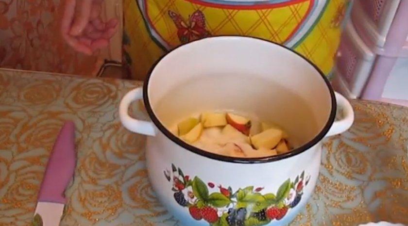 Рецепт яблочного компота в кастрюле
