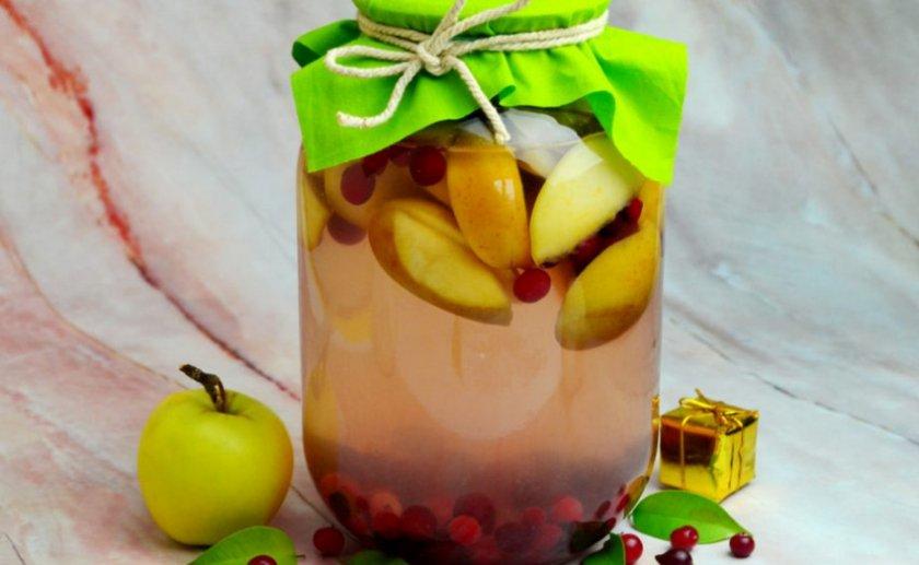 Компот из яблок и клюквы