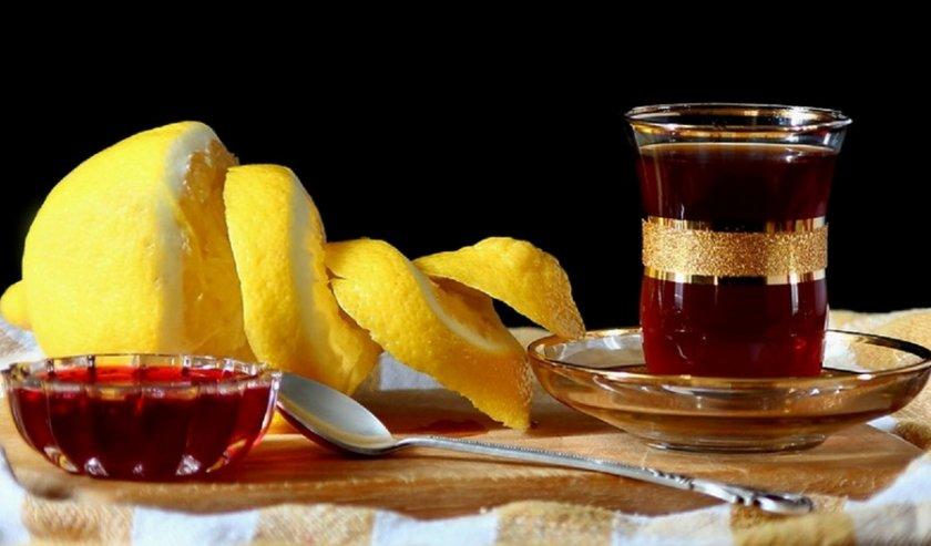 Чай с малиновым сиропом