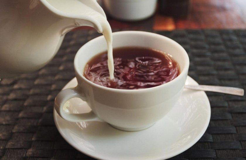 Чай с сиропом и молоком