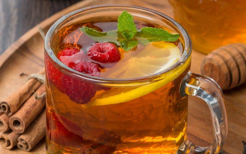 Чай из малины с лимоном