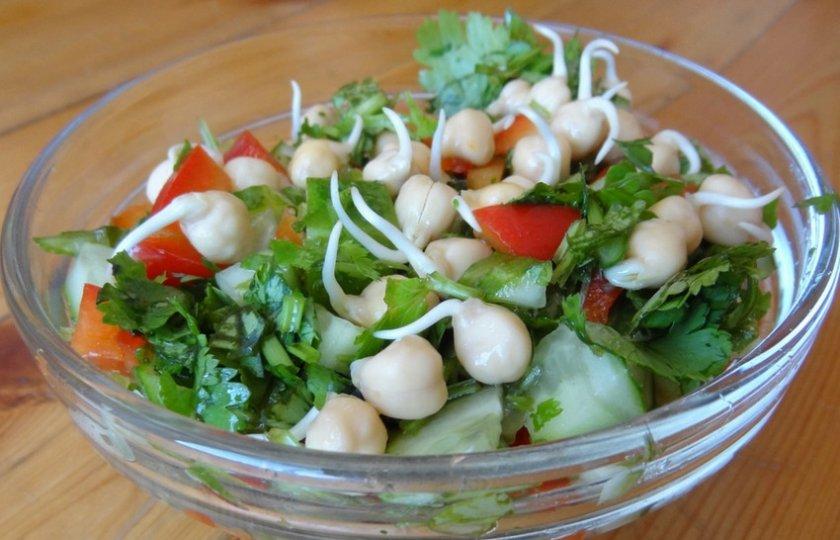 Салат из проращенного нута