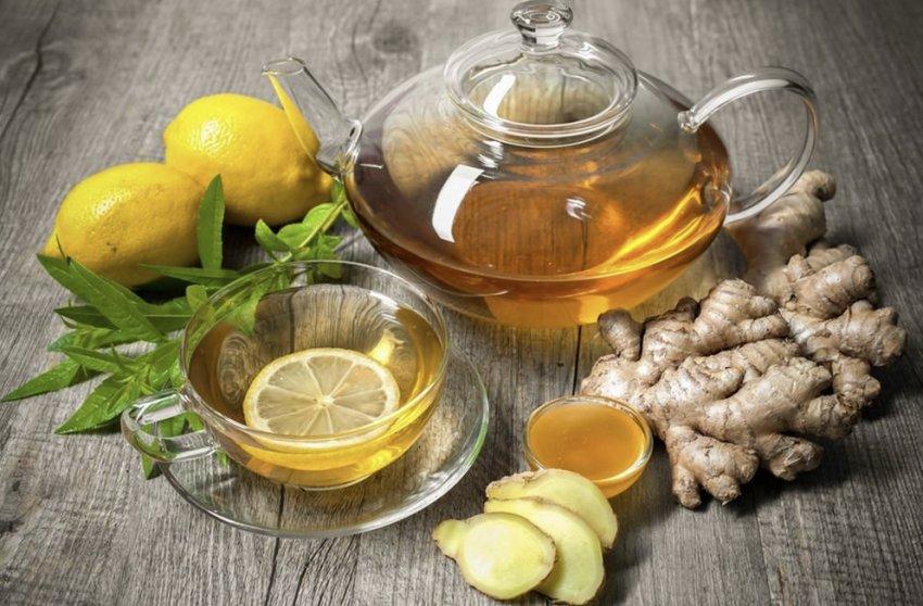 Имбирный напиток с лимоном, мёдом и чаем