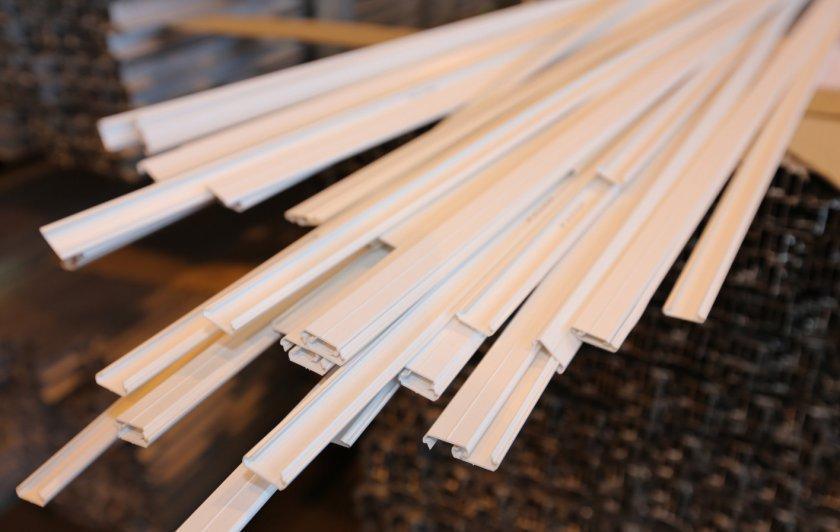 Пластиковый профиль для заглушки теплицы
