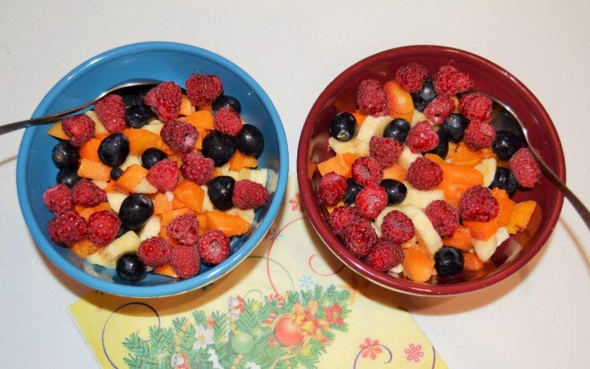 Ягодно-фруктовый десерт с малиной