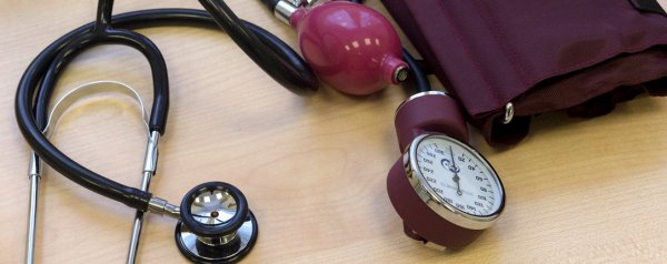 Как влияет малина на артериальное давление — повышает или понижает: как употреблять