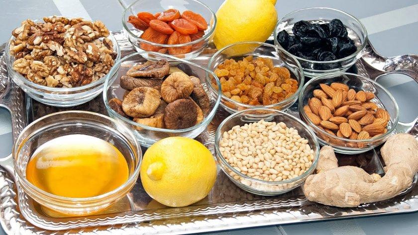 Имбирно-лимонная смесь с мёдом и сухофруктами