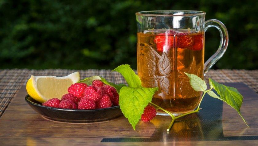 Малиновый чай с лимоном