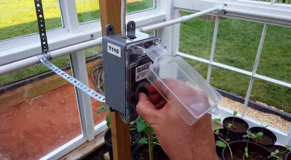 Терморегулятор в теплице для поддержания климата